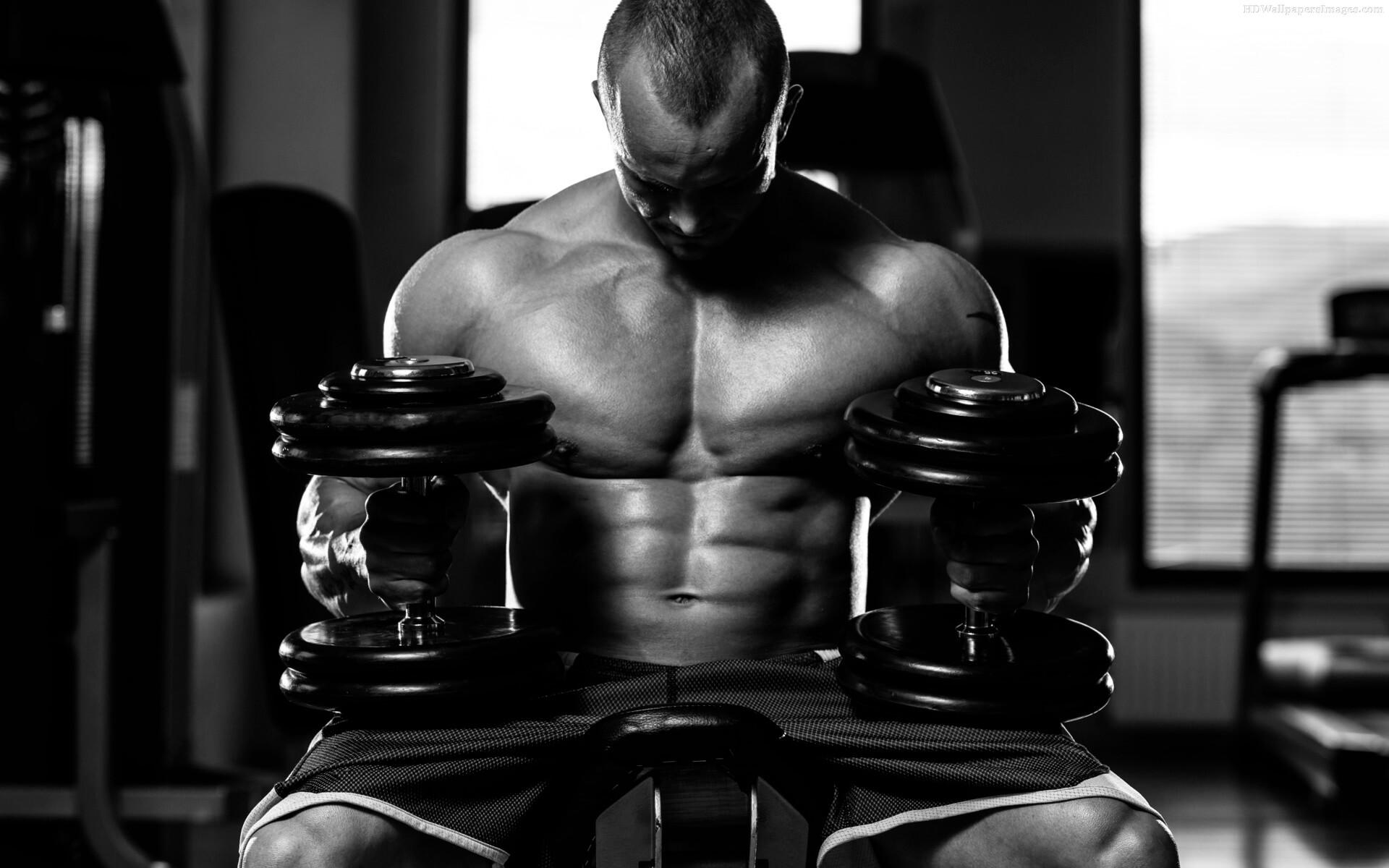 Bodybuilder-In-Gym-With-Dumbbells-Images.jpg